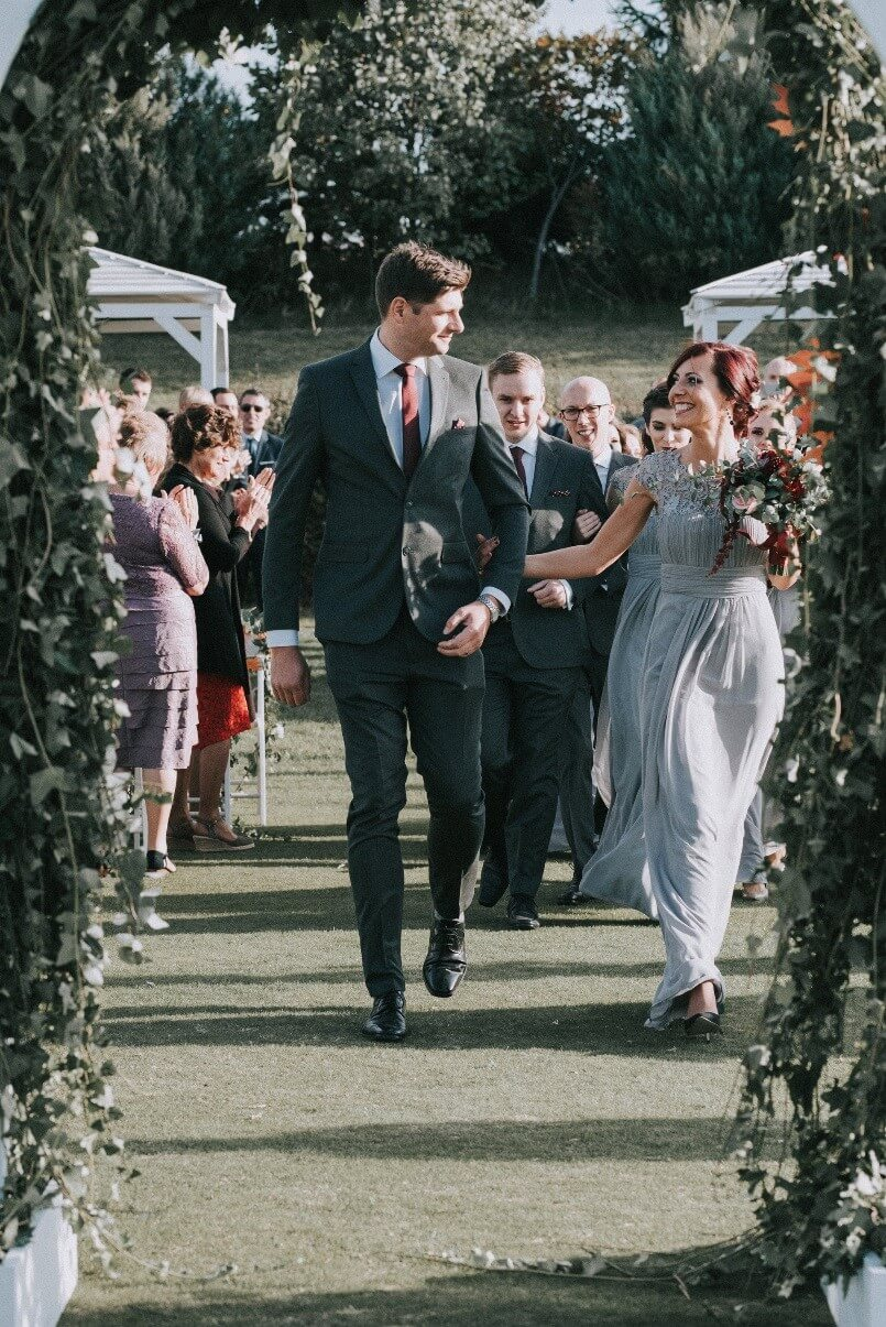 младоженци-се-женят-на-сватбен-ритуал